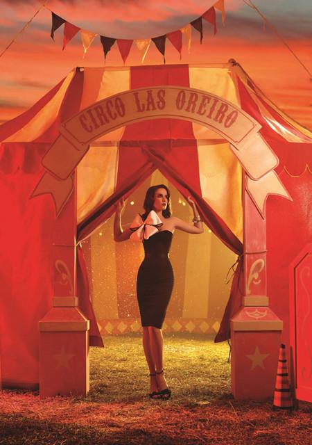 Маленькое черное платье тоже присутствует в коллекции Las Oreiro