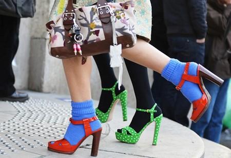 Носки с летней обувью выглядят очень интересно, правда, составить удачный комплект удается далеко не всем