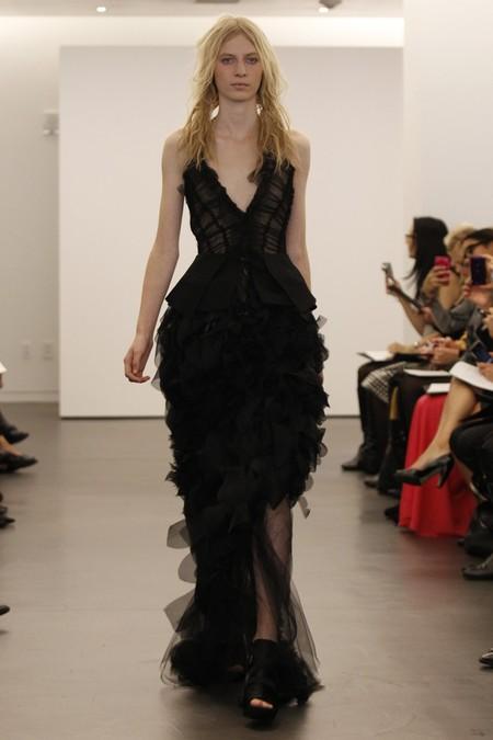 Черные платья с басками