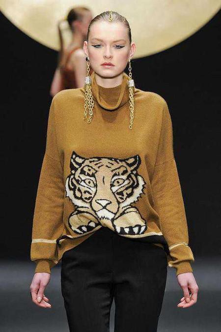Женские свитера 2013: кокой выбрать и с чем носить? — фото 18