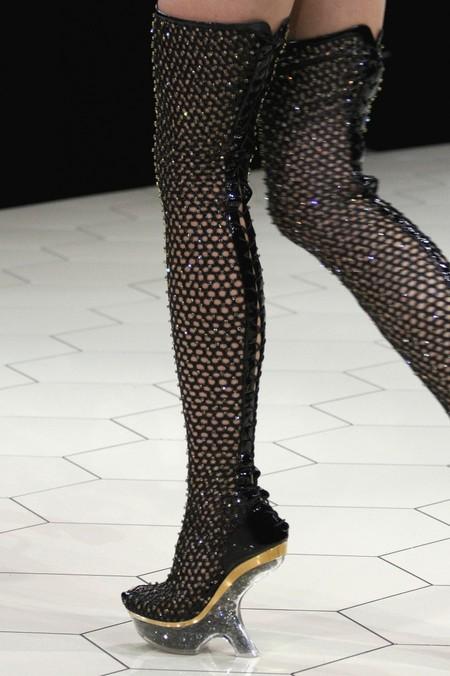 А нужен ли каблук? Необычная обувь становится настоящим трендом. — фото 27