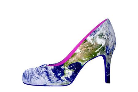 Туфли с изображением Земли...