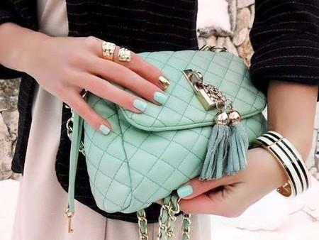 Очаровательная мятная сумочка и соответсвующий маникюр