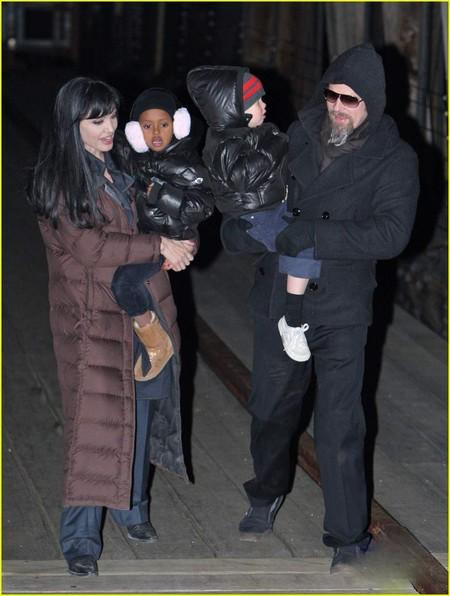 Aнджелина Джоли с семьей