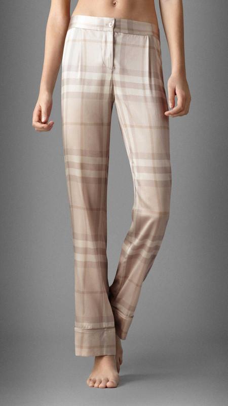 Симметричное расположение клетки на пижамных брюках Burberry