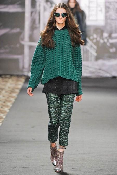 Женские свитера 2013: кокой выбрать и с чем носить? — фото 3