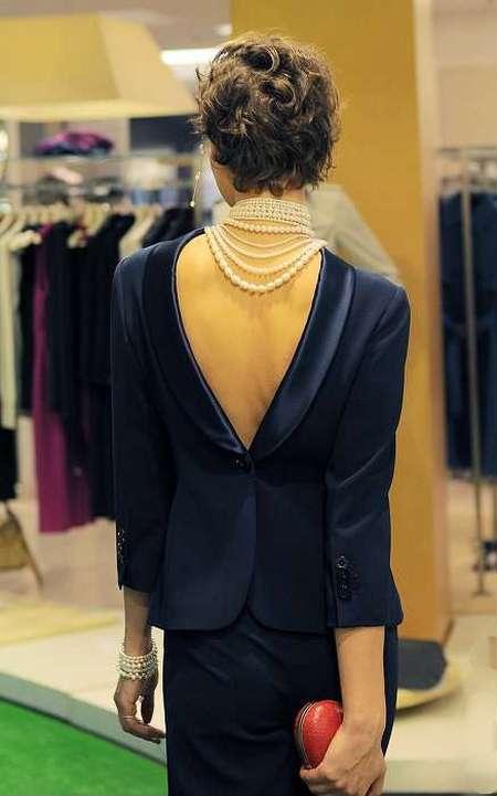 Эффектный вид сзади: в моде наряды с открытой спиной — фото 16