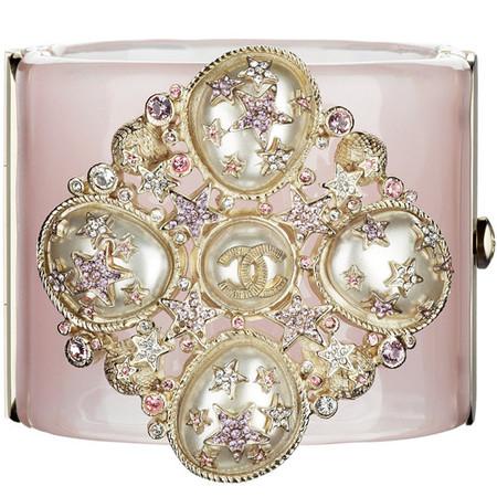 Подарки для любимой от ведущих мировых брендов:  Miu Miu, Louis Vuitton, Gucci и Chanel — фото 36