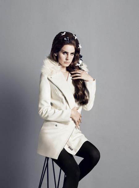 Очаровательная  и таинственная Лана Дель Рей в новой рекламной кампании марки H&M — фото 29