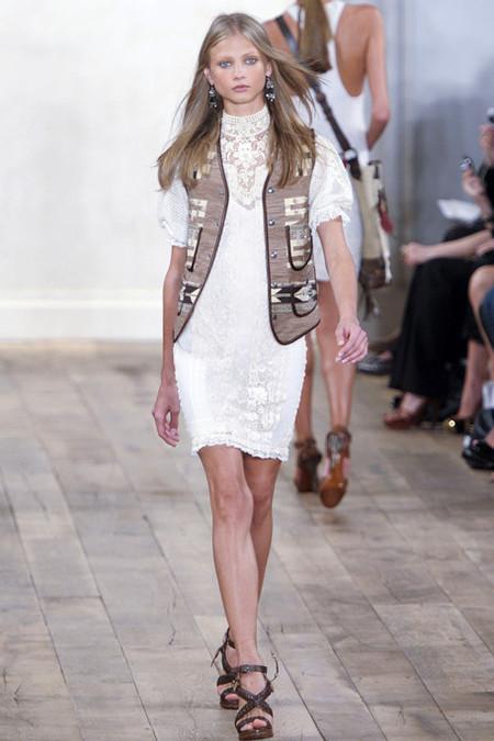 Белое платье – один из трендов, представленных на неделях высокой моды — фото 7