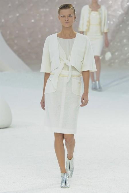 Белое платье – один из трендов, представленных на неделях высокой моды — фото 17