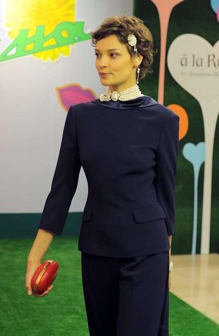 Эффектный вид сзади: в моде наряды с открытой спиной — фото 15