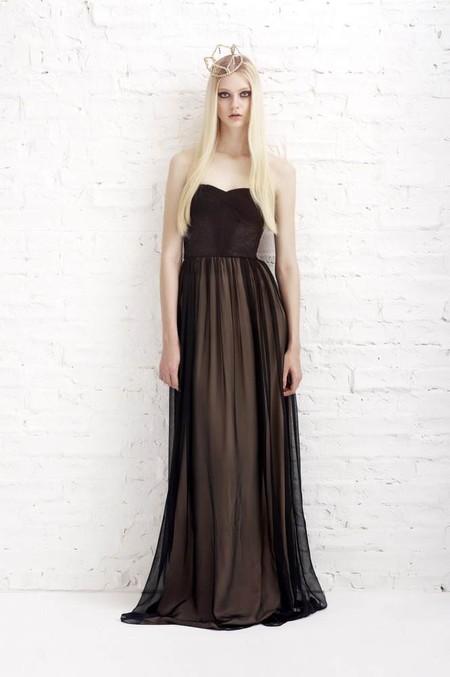 Присутствуют в весенне-летней коллекции и парочка макси-платьев