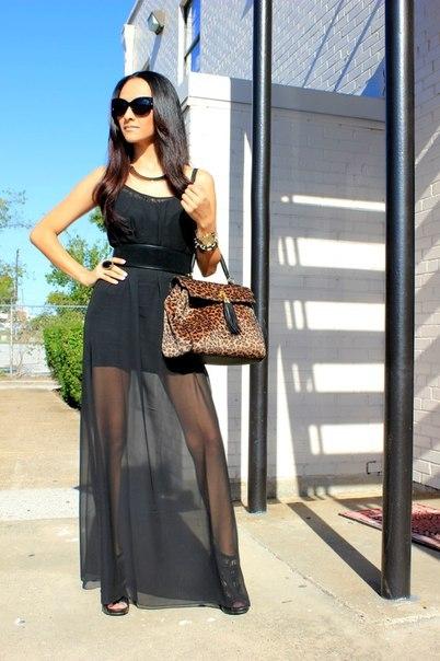 Одежда черного цвета может быть не только строгой и мрачной, но и весьма эффектной и привлекательной, если в ней будут присутствовать прозрачные элементы.