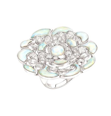 Шикарные украшения ко Дню святого Валентина от Dolce&Gabbana, Chanel, Dior и Louis Vuitton — фото 12