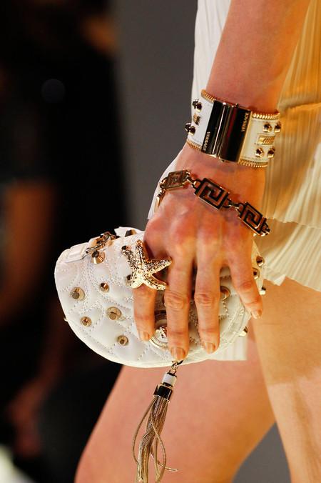 Как колючка: в моде металлические шипы и заклепки — фото 30