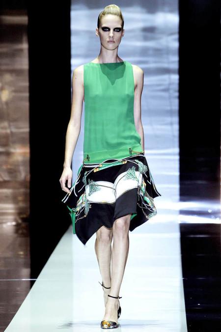 Эффектный вид сзади: в моде наряды с открытой спиной — фото 21