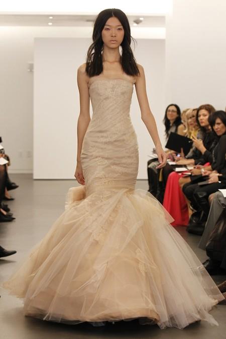 Коллекция свадебных платьев Vera Wang: креативная невеста или черная вдова?.. — фото 11