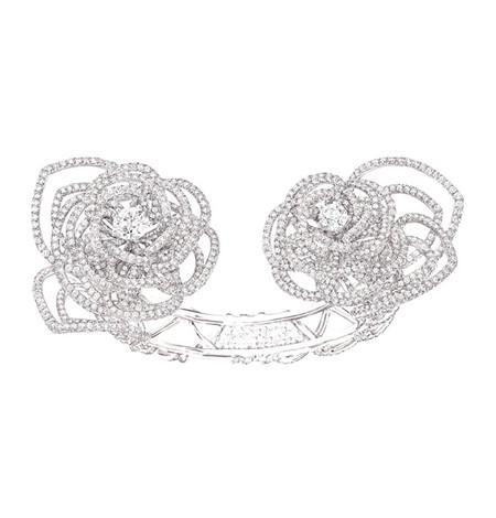 Шикарные украшения ко Дню святого Валентина от Dolce&Gabbana, Chanel, Dior и Louis Vuitton — фото 17