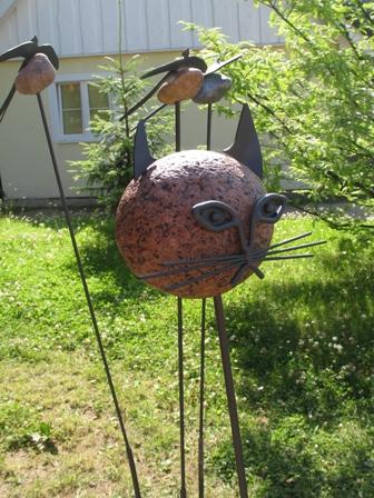 Креативная идея для дачи — камень+металл
