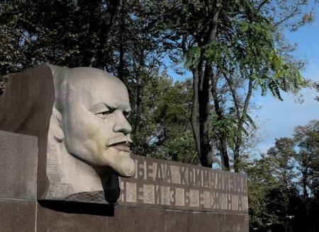 Жизнеутверждающий памятник в Днепропетровске