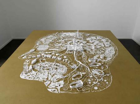 Одна из известных его работ — человеческая голова с переплетенными мыслями