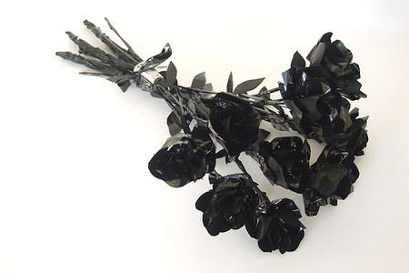Розы из магнитной ленты кассет