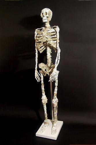 Скелет из аудиокассет