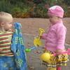 Как научить ребенка делиться своими игрушками с другими детками